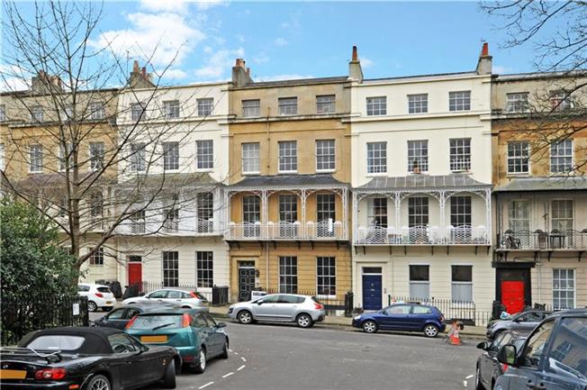 Guide Price £750,000, 3 Bedroom Flat For Sale in Bristol, BS8