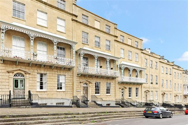 Offers in excess of £350,000, 2 Bedroom Flat For Sale in Bristol, BS1