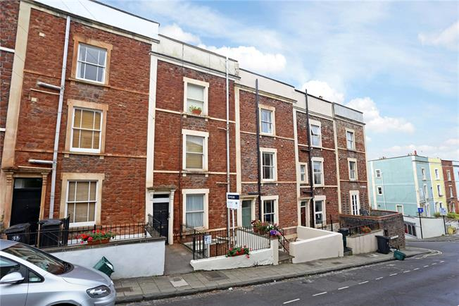 Offers in excess of £230,000, 1 Bedroom Flat For Sale in Bristol, BS8