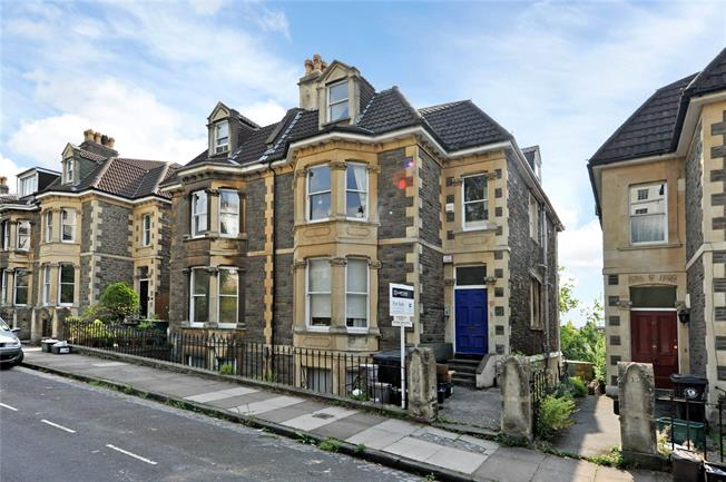 Guide Price £330,000, 2 Bedroom Flat For Sale in Bristol, BS8
