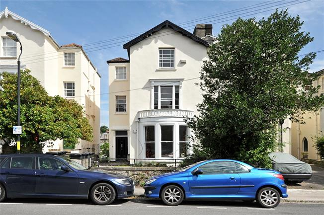 Guide Price £250,000, 1 Bedroom Flat For Sale in Bristol, BS6