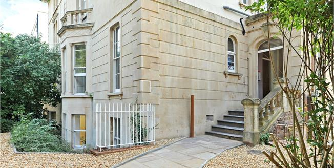 Guide Price £500,000, 3 Bedroom Flat For Sale in Bristol, BS8