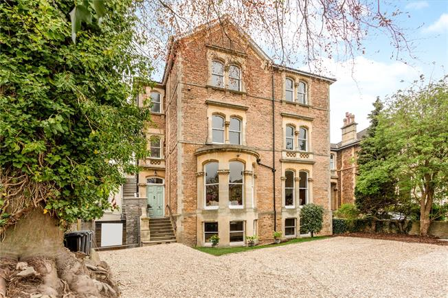 Guide Price £995,000, 3 Bedroom Flat For Sale in Bristol, BS8