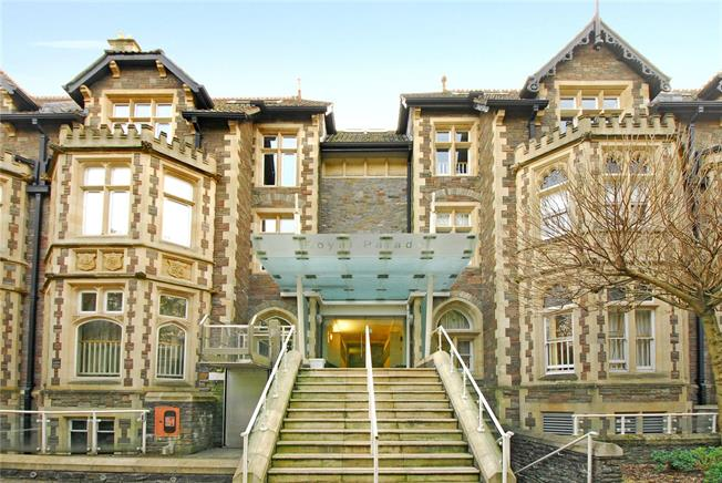 Guide Price £210,000, 1 Bedroom Flat For Sale in Tyndalls Park, BS8