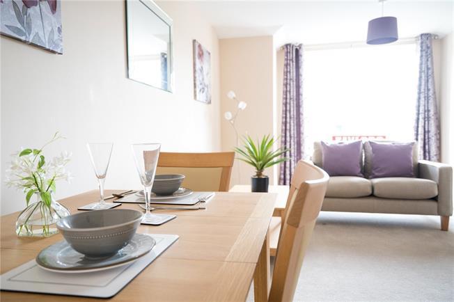 Guide Price £245,000, 1 Bedroom Flat For Sale in Fishponds, Bristol, BS16