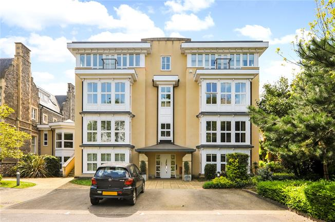 Offers in excess of £400,000, 2 Bedroom Flat For Sale in Bristol, BS9