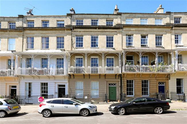 Guide Price £800,000, 4 Bedroom Flat For Sale in Bristol, BS8