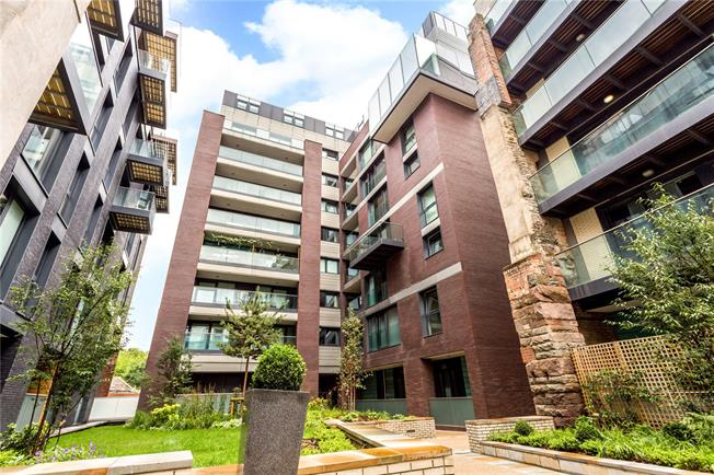Guide Price £245,000, 1 Bedroom Flat For Sale in Bristol, BS1