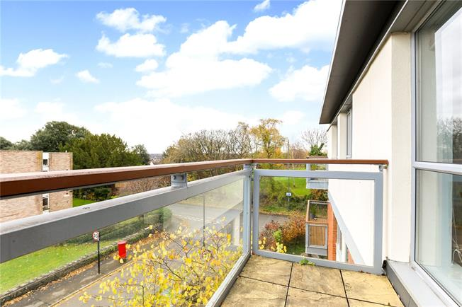 Guide Price £299,950, 2 Bedroom Flat For Sale in Bristol, BS9