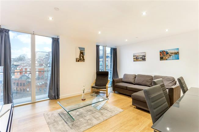 Asking Price £425,000, 2 Bedroom Flat For Sale in Bristol, BS1