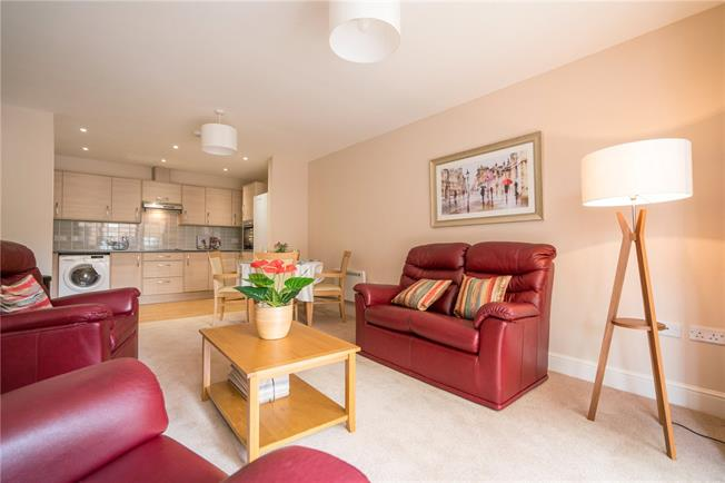 Guide Price £250,000, 2 Bedroom Flat For Sale in Fishponds, Bristol, BS16