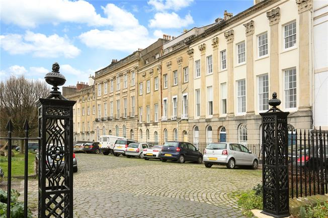 Asking Price £440,000, 2 Bedroom Flat For Sale in Bristol, BS8