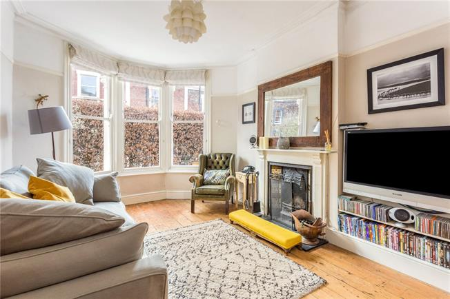 Guide Price £635,000, 3 Bedroom House For Sale in Bristol, BS8