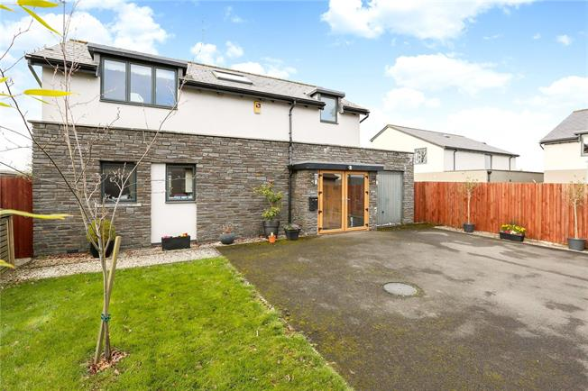 Guide Price £550,000, 3 Bedroom Detached House For Sale in Bristol, BS8
