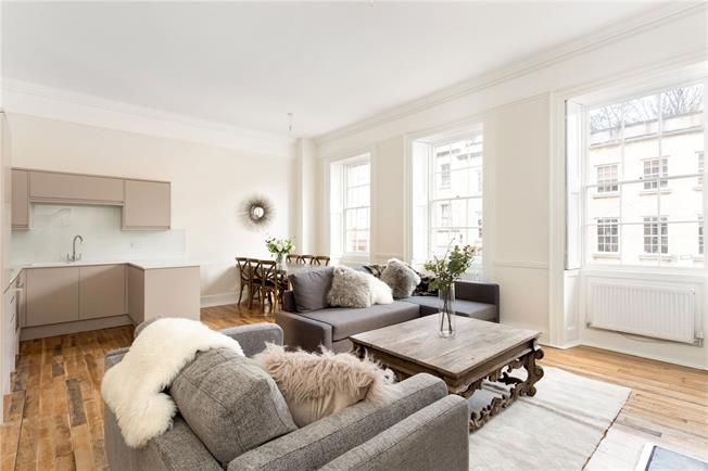 Guide Price £495,000, 2 Bedroom Flat For Sale in Bristol, BS1