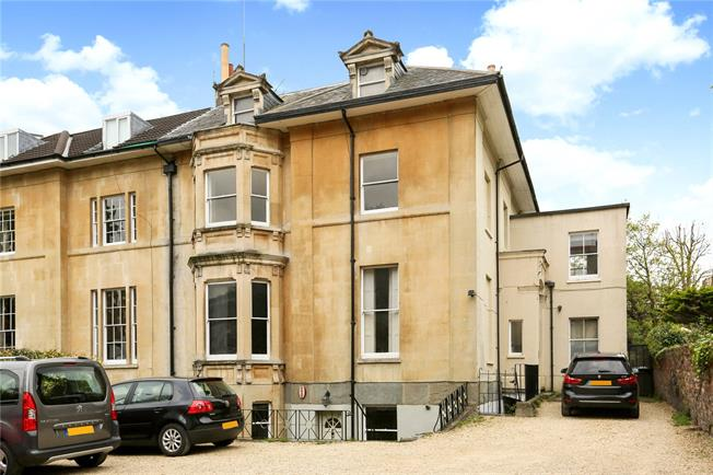 Guide Price £475,000, 2 Bedroom Flat For Sale in Bristol, BS8