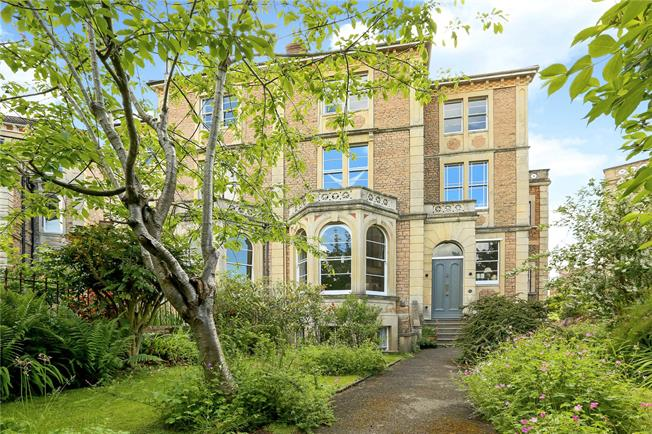 Asking Price £450,000, 2 Bedroom Flat For Sale in Bristol, BS8