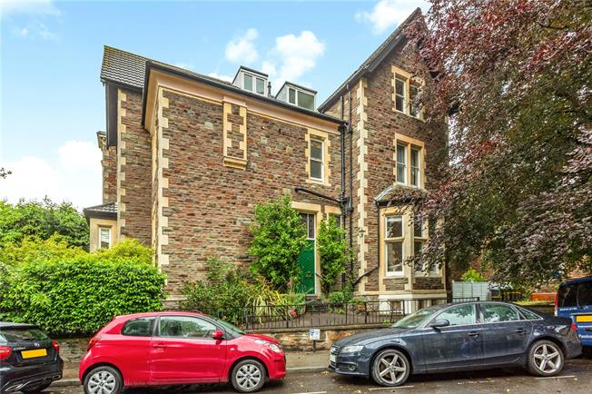 Asking Price £490,000, 2 Bedroom Flat For Sale in Bristol, BS8