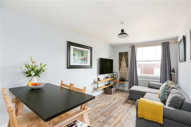Asking Price £275,000, 1 Bedroom Flat For Sale in Bristol, BS8