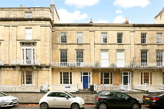 Guide Price £405,000, 2 Bedroom Flat For Sale in Bristol, BS8