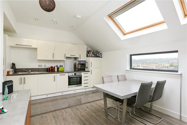 Asking Price £260,000, 1 Bedroom Flat For Sale in Bristol, BS1
