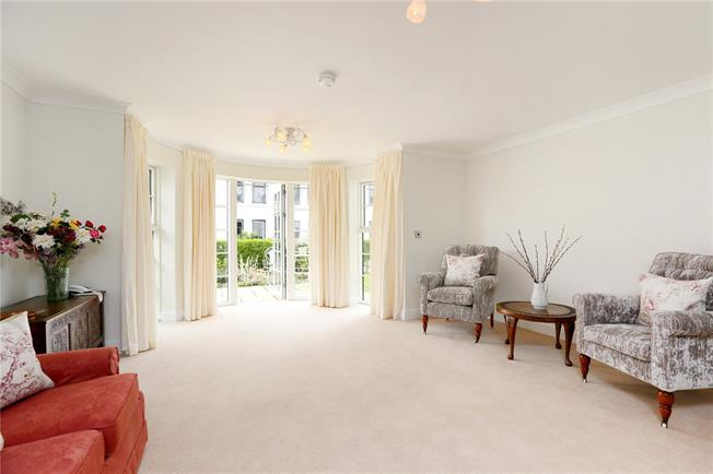 Asking Price £499,000, 2 Bedroom Flat For Sale in Bristol, BS8