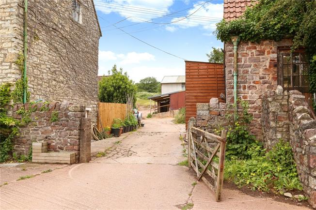 Guide Price £280,000, 4 Bedroom House For Sale in Flax Bourton, Bristol, BS48
