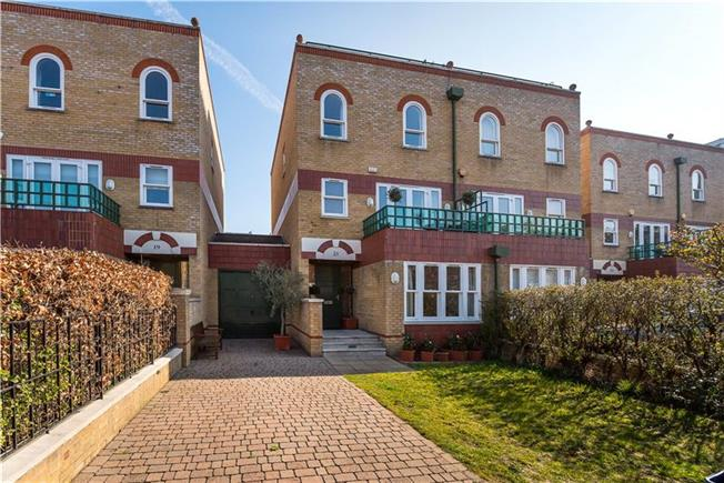 Asking Price £2,475,000, 4 Bedroom House For Sale in London, SW13