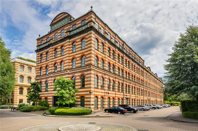 Asking Price £750,000, 1 Bedroom Flat For Sale in Harrods Village, London, SW13