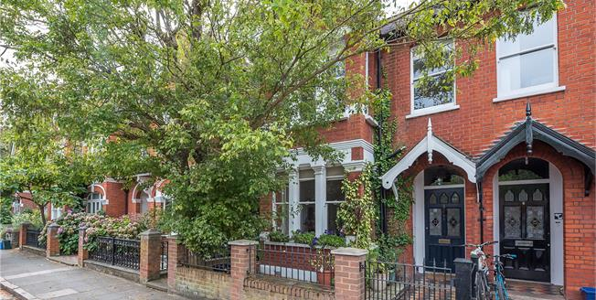 Asking Price £1,950,000, 5 Bedroom Semi Detached House For Sale in London, SW13