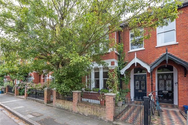 Asking Price £1,850,000, 5 Bedroom Semi Detached House For Sale in London, SW13