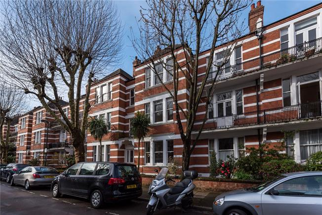 Asking Price £1,200,000, 2 Bedroom Flat For Sale in London, SW13