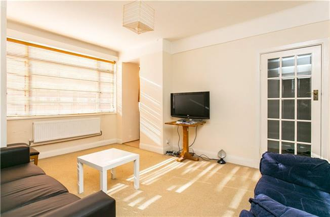 Asking Price £380,000, 1 Bedroom Flat For Sale in London, SW17