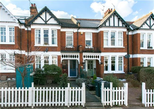 Asking Price £750,000, 3 Bedroom Flat For Sale in London, SW2