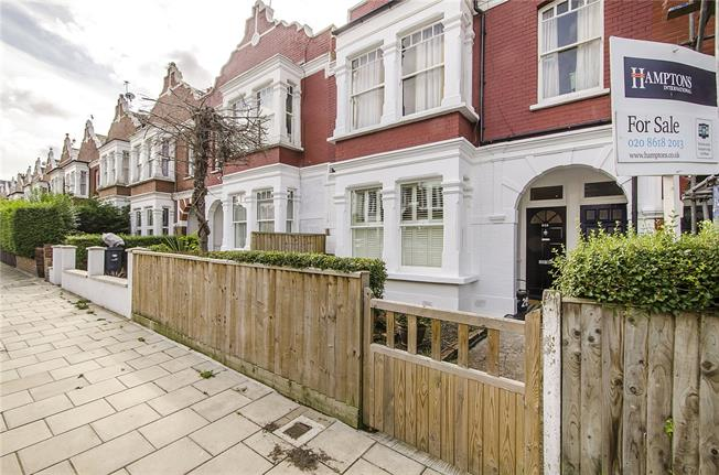 Asking Price £699,995, 3 Bedroom Flat For Sale in London, SW2