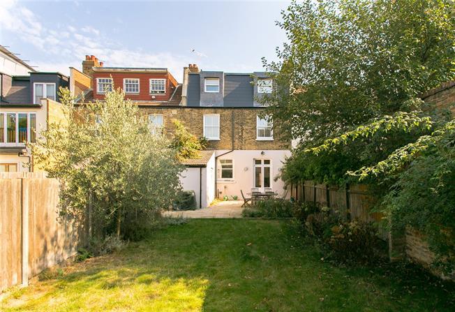 Asking Price £1,600,000, 5 Bedroom For Sale in London, SW12