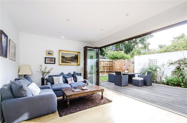 Asking Price £900,000, 3 Bedroom Detached House For Sale in London, SW12