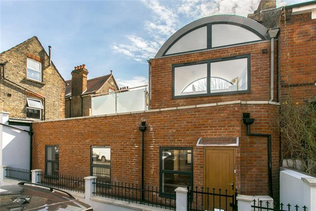 Asking Price £875,000, 2 Bedroom For Sale in London, SW12