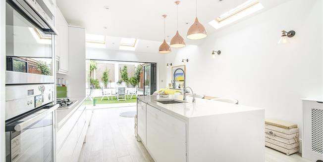 Asking Price £1,100,000, 3 Bedroom House For Sale in London, SW12