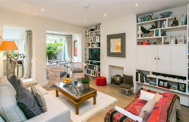 Asking Price £775,000, 2 Bedroom Flat For Sale in London, SW17