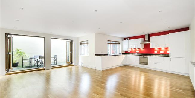 Asking Price £695,000, 2 Bedroom Flat For Sale in London, SW12
