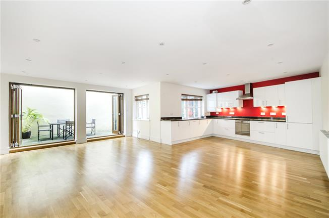 Asking Price £650,000, 2 Bedroom Flat For Sale in London, SW12