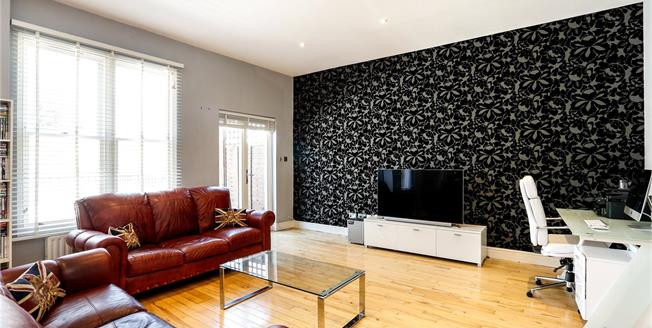 Asking Price £825,000, 2 Bedroom Flat For Sale in London, SW12