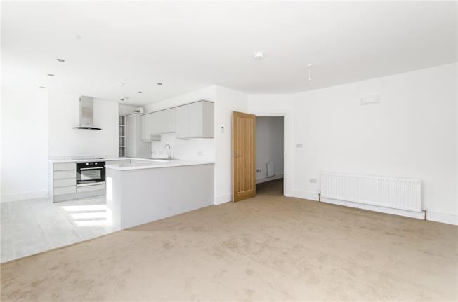 Asking Price £450,000, 2 Bedroom Flat For Sale in London, SW16