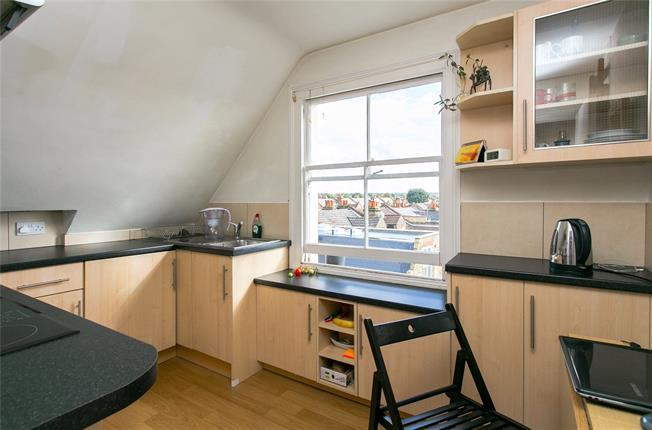 Asking Price £299,000, 1 Bedroom Flat For Sale in London, SW17