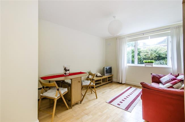 Asking Price £315,000, 1 Bedroom Flat For Sale in London, SW16