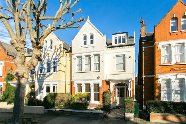 Asking Price £799,950, 2 Bedroom Flat For Sale in London, SW17