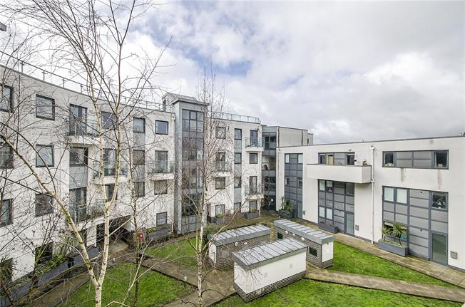 Asking Price £365,000, 1 Bedroom Flat For Sale in London, SW17