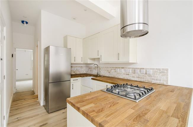 Asking Price £360,000, 1 Bedroom Flat For Sale in London, SW12