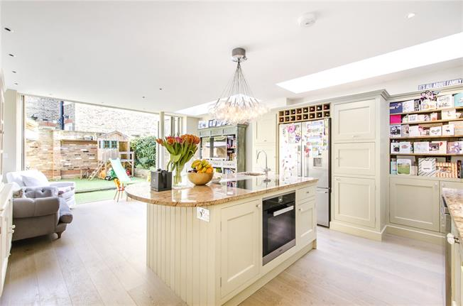 Asking Price £1,250,000, 4 Bedroom House For Sale in London, SW2